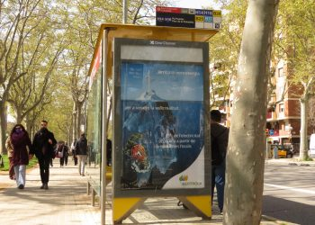 Acciones artísticas en 10 países europeos denuncian el marketing engañoso y las presiones de la industria del gas fósil
