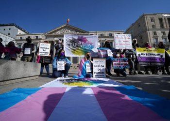Indignación de los colectivos trans ante la noticia de fusión de la ley trans con la LGTBI como propone PSOE