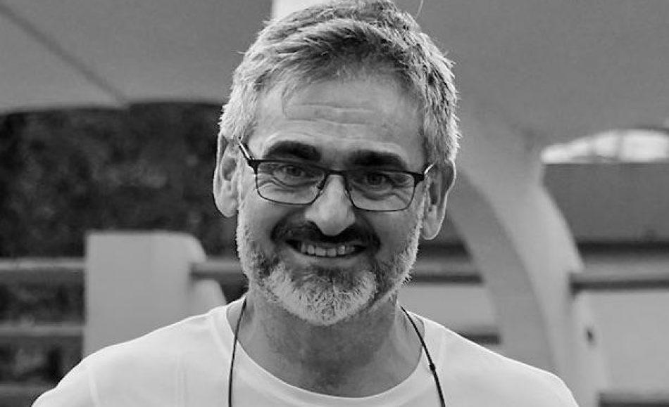 """Entrevista con Julio Botella, autor de """"Huéspedes"""": """"Lo que se cuece a nivel individual se convierte en una lacra social"""""""