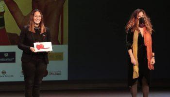 Lucía Sócam recibe un premio por su compromiso feminista por la Memoria en el Teatro Calderón de Valladolid
