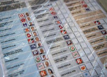 Perú celebra su primera vuelta presidencial rodeada de incertidumbre