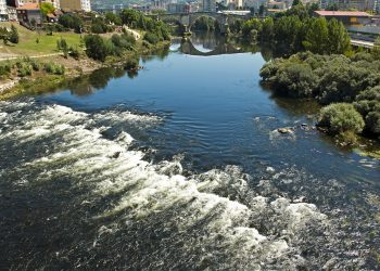 A Confederación Hidrográfica Miño-Sil sanciona ao Concello de Ourense por verteduras ilegais ao río Miño