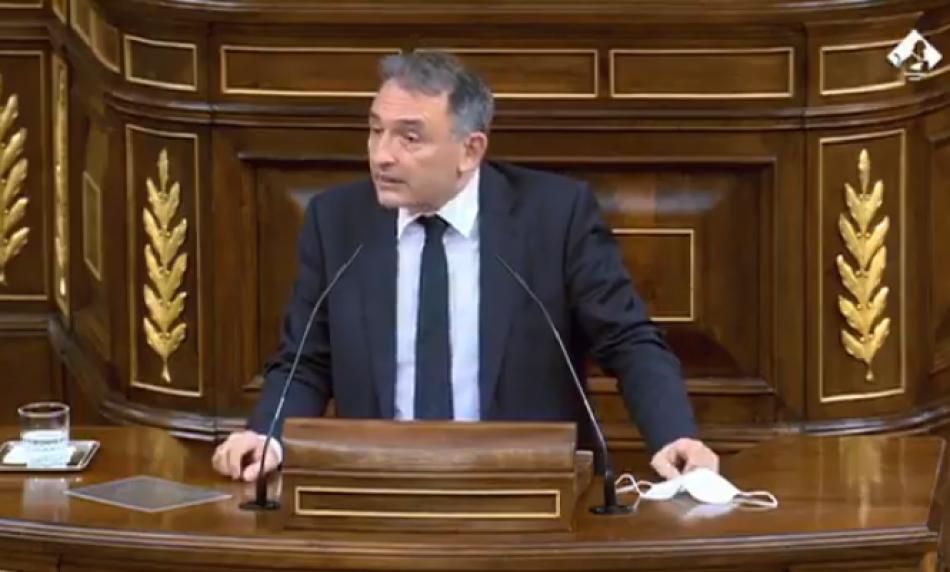 """Enrique Santiago reprocha al PP en el Congreso su seguidismo de Vox y que en lugares como Madrid hagan """"del odio y el desprecio hacia el diferente su principal seña política"""""""