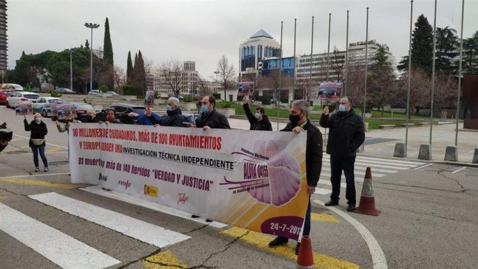 Plataforma Víctimas Tren Santiago: «La Audiencia desmonta la verdad oficial e invalida la investigación del Gobierno»