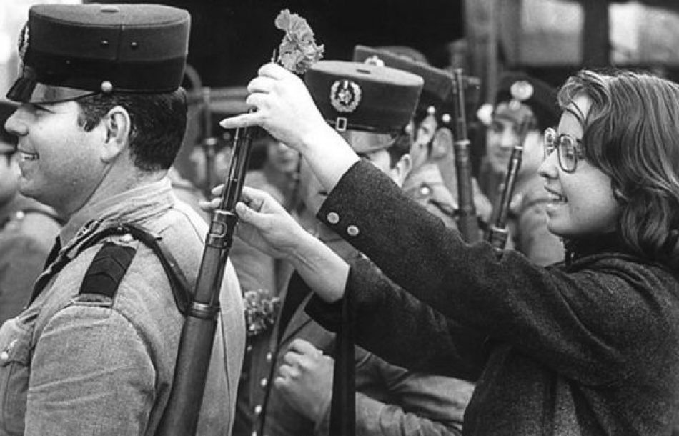 La Revolución de los Claveles: una transformación histórica en Portugal