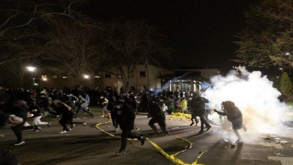 Minneapolis vive otra noche de protestas pese a toque de queda