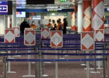 Francia suspende ingreso de viajeros de Suramérica y Sudáfrica