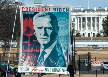 «El presidente Biden debería eliminar gradualmente los combustibles fósiles y animar a otros Gobiernos a que hagan lo mismo»