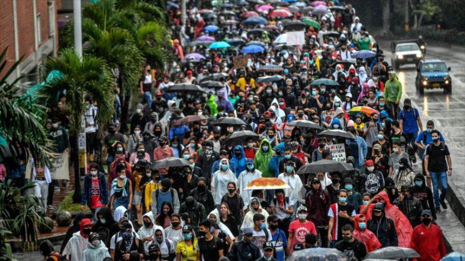 Colombia envía 2500 militares más a Cali para reprimir protestas