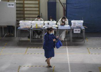 Elecciones en Chile: pierden los partidos de la derecha y el centro, ganan independientes y abstención raya en el 60 %
