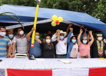 Indígenas, campesinos y agricultores respaldan a Castillo en Perú