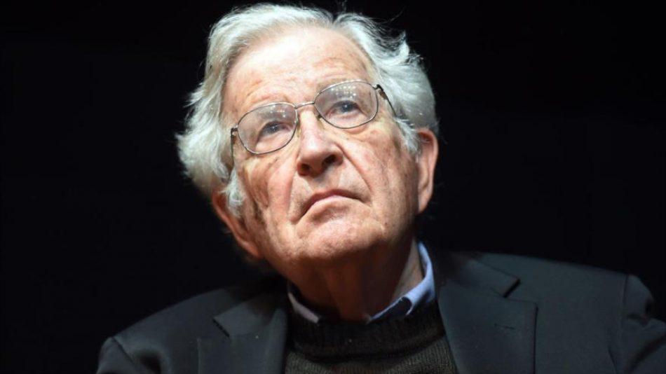 Chomsky: Israel sigue la estrategia de terror y expulsión