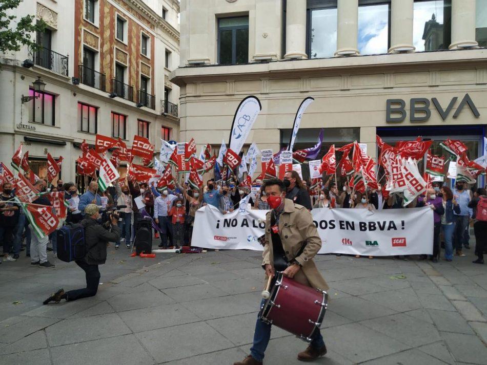 Miles de personas acudieron a las movilizaciones de la plantilla de BBVA en quince ciudades