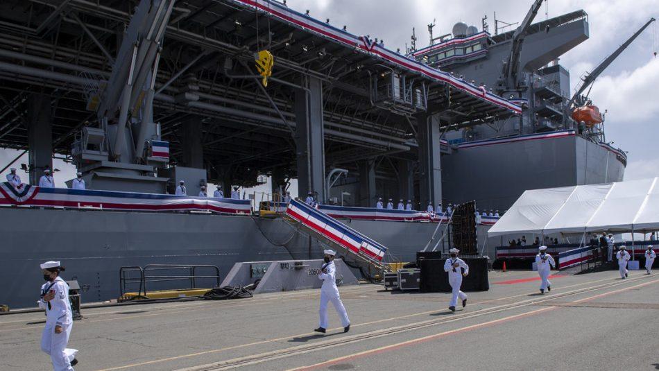 Estados Unidos pone en servicio una «base naval flotante» que podría aumentar las tensiones con China