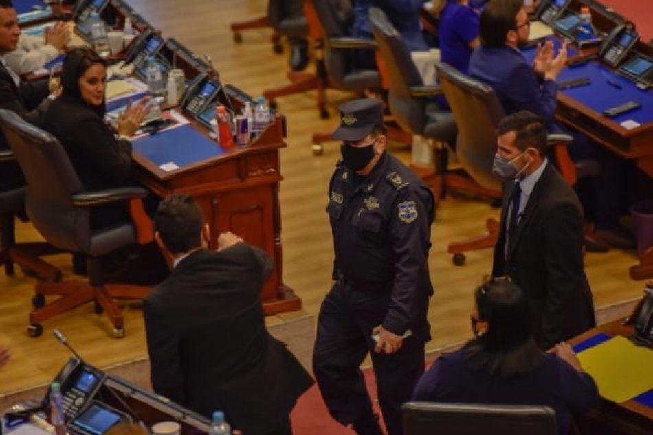 1 de Mayo: el día en el que dejó de existir la separación de poderes en El Salvador