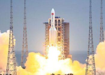 Los restos de cohete chino Larga Marcha 5B caen en océano Índico