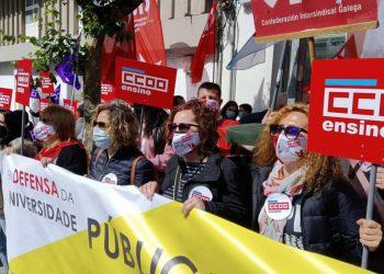 Protesta diante do Parlamento de Galicia para defender a universidade pública