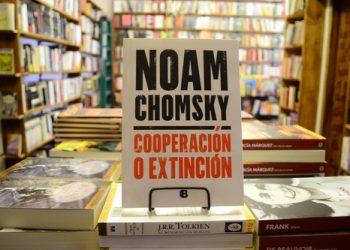 Publicado el libro más reciente de Noam Chomsky, «Cooperación o extinción»: «Nos encontramos en un período de extinciones masivas»