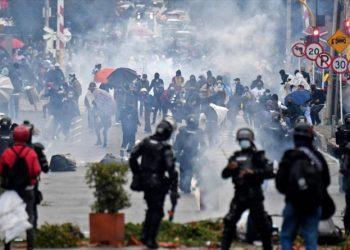 Pineda pide a Borrell que envíe una misión de la UE a Colombia ante la violenta represión de Duque