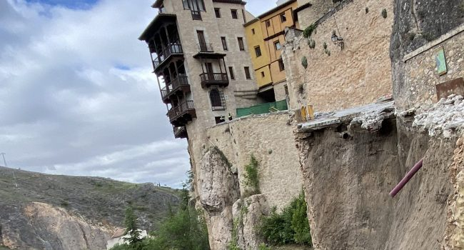 Se derrumba el muro de la calle Canónigos, el principal acceso a las Casas Colgadas de Cuenca