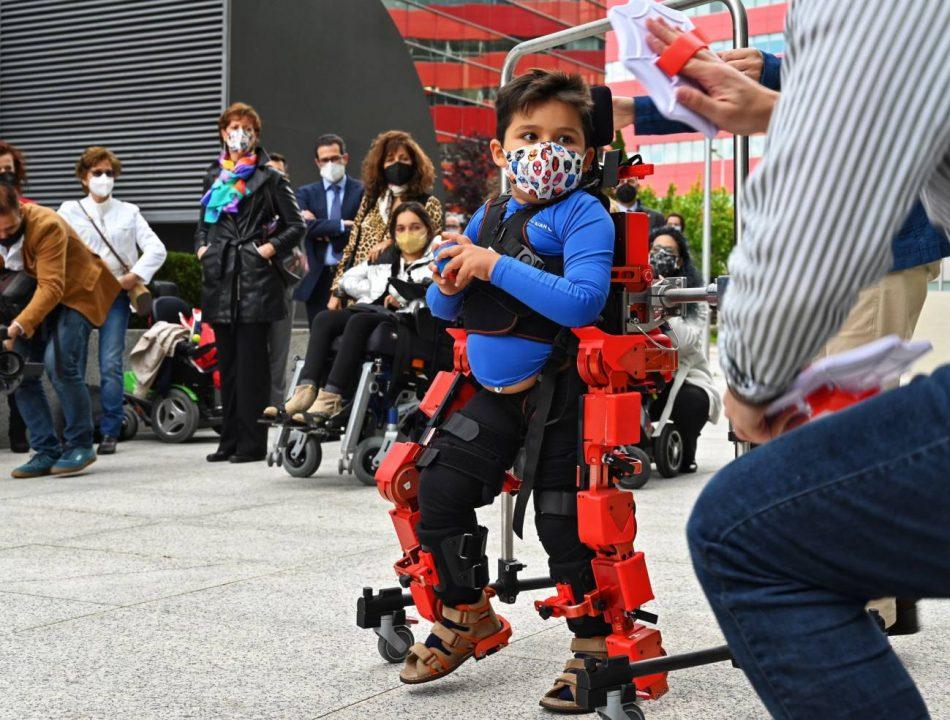 El exoesqueleto pediátrico del CSIC ya puede ser comercializado internacionalmente