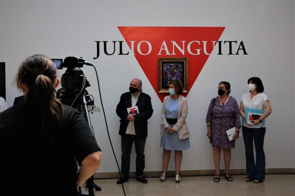Un 'viaje fotográfico' por la intensa trayectoria vital y política de Julio Anguita