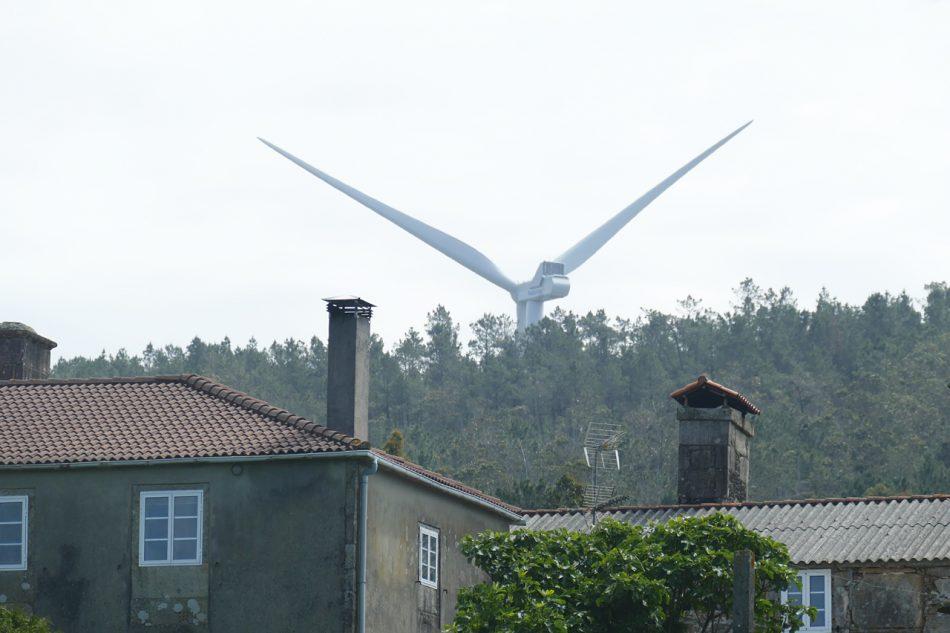 Las quejas vecinales por el ruído de los aerogeneradores del parque eólico Mouriños provocan indignación en la Costa da Morte