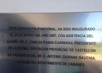 Compromís reclama al Ayuntamiento de Fondeguilla la retirada de una placa inaugural del condenado Carlos Fabra