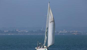 El velero de Ecologistas en Acción retoma sus campañas después de un año de parón por la pandemia