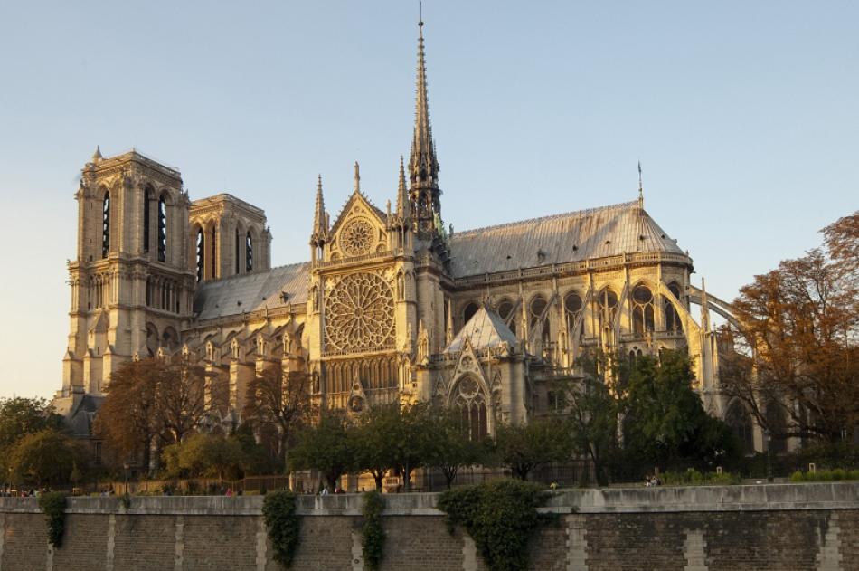 ¿En qué estado se encuentra la catedral de Notre-Dame de París?