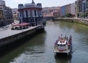 Barco solidario recorrió la ría de Bilbao bajo el lema «Biden, entzun mundua: Unblock Cuba!»