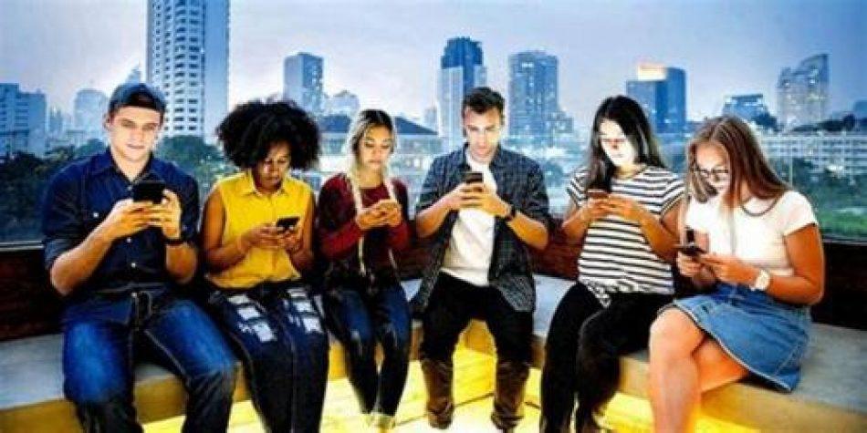 Telefonía celular y redes sociales: ¿vicio, problema, aporte?
