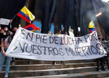 Policía colombiana reprime marchas pacíficas en Bogotá y Popayán