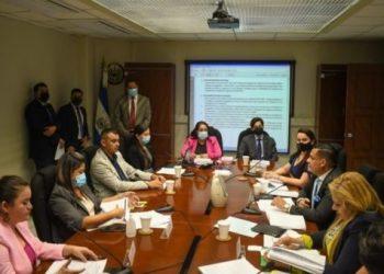 Diputados archivan proyecto sobre despenalización del aborto en El Salvador