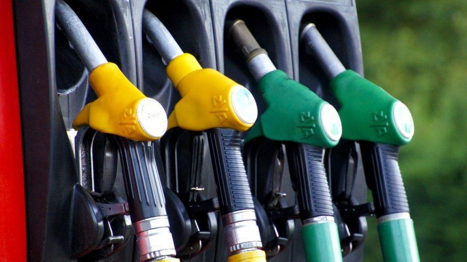 El precio de la gasolina sufre una subida interanual del 25% y el del gasóleo del 22%