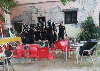Policía municipal irrumpe en «La Casika» tras la manifestación en defensa del este centro social bajo amenaza de desalojo