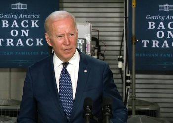 """Biden dice que las corporaciones deben pagar """"su parte equitativa"""" de los impuestos para financiar el plan de infraestructura"""