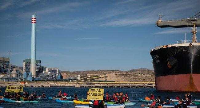 Greenpeace y Ecologistas en Acción rechazan cualquier pretensión de retrasar el cierre de la térmica de Carboneras (Almería)