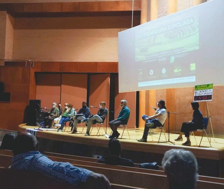 """Asociaciones y colectivos se reúnen públicamente para hablar de la """"Extremadura expoliada"""""""