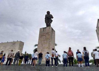 Homenaje a Ernesto Guevara en ciudad de Cuba que guarda sus restos