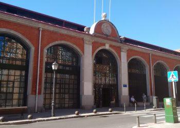 Sentada por la reapertura de los centros municipales de mayores en Madrid