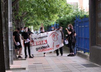 Gazte Komunistak ante la represión policial y las amenazas recibidas ayer durante una acción coordinada en las 4 capitales de provincia de Euskal Herria