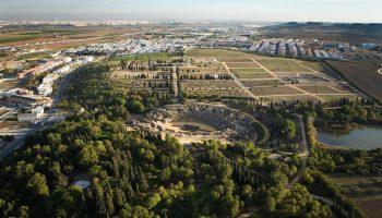 Denuncian la dejadez de la Junta de Andalucía hacia el conjunto monumental de Itálica