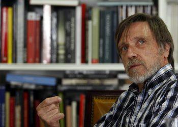 """Entrevista al físico teórico Álvaro de Rújula: """"El vacío no es la nada y tampoco está vacío"""""""