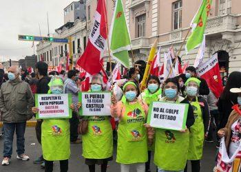 Miles de peruanos se manifiestan en apoyo a Pedro Castillo
