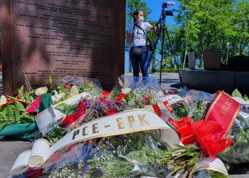 El PCE-EPK participa del homenaje a los milicianos y gudaris de la guerra civil ante el monumento Aterpe 1936 «La Huella»