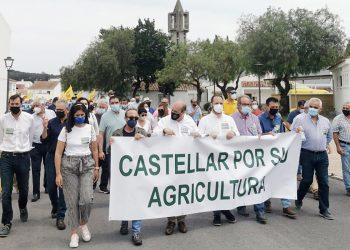 Manifestación-tractorada en Castellar de la Frontera: El Campo de Gibraltar saca los «tanques» a la calle contra la irracionalidad de los proyectos fotovoltaicos