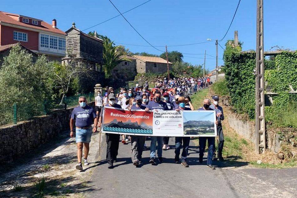 Mayoritario rechazo social a los parques eólicos de EDP Renovables: Galicia se echa al monte en defensa de los Penedos de Pasarela y Traba