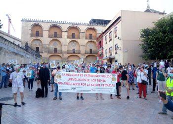 Cristianos de base se suman a las concentraciones que piden anular las inmatriculaciones de la Iglesia Católica en 17 ciudades