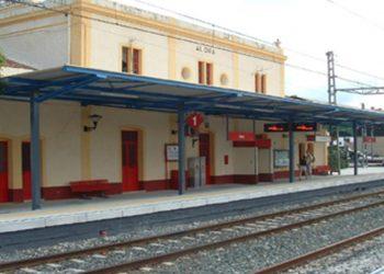 Protesta en Álora contra la privatización por RENFE de la venta de billetes y atención al público en su estación